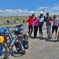 Die ersten Radfahrer, die wir treffen. Drei Olgas mit Begleitern aus Sochi, Russland, auf dem Weg zum Marmarameer.