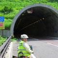 Wieder mal ein Tunnel. Täglich fahren wir durch mehrere.