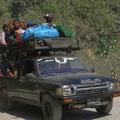Sehr viele Einheimische nutzen Pickups als Taxi.