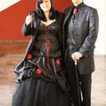 rot-schwarzes Brautkleid
