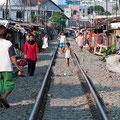 Medang, leben an den Bahngleisen