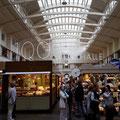 Lichtdurchflutete Markthalle