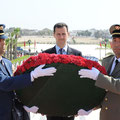 الرئيس الأسد يضع إكليلا من الزهور على النصب التذكاري للشهداء في تونس - 13.07.2010