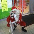 Petit Papa-Noël qui écoute avec attention le voeux de Tamia ;o)