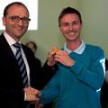 Martin Steininger übergibt die Schlüssel an den neu designierten Elternvereinsobmann Alexander Hutterer