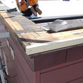 雪庇止めを設置する箇所の笠木を剥がしていきます。