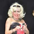 Andrea Weinke-Lau Theaterstueck  Rotkaeppchen auf der Flucht - Fotos auf Porzellan brennen lassen