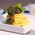 Wildkräuter-Pesto auf Spaghetti
