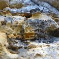 der Elbsandstein - Wabenverwitterung und Sanduhren sind häufig zu finden.
