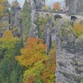 Basteibrücke im Herbstbild