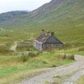 verlassene Farm in einem wunderschönen Tal gelegen