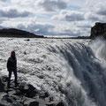 Dettifoss - die Jökulsá stürzt hier, 30km bevor sie in den Atlantik mündet, in den über 100m tiefen Jökulsá-Canyon