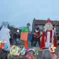 De plechtigheid heeft plaats op het centrale plein van basisschool de Kubus te Almelo