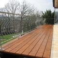 Balkonerweiterung mit Lärchenbelag und angefertigtem Geländer