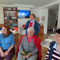 ... HausbewohnerInnen und auswärtige Vereinsmitglieder treffen sich