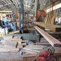 山根製材で大断面材の引立て製材