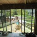 台所 居間 食堂の掃出し窓からの緑の風景