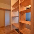 玄関横ウォークインクローゼット収納棚 大和高田の家 伏見建築事務所製