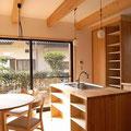 アイランドキッチン 調理台 食器収納 生駒山麓の家 伏見建築事務所製
