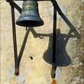 Alte Glocke im Innenhof