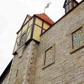 Festyland - La Façade du Château en fausses pierres avec sa Tour Carrée