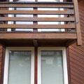 HOLZFENSTER und Terrassentüren in weiß, doppelverglast.