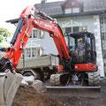 Baggerarbeiten (patrick-jenni.ch) Bagger-Vorbereitungen für wilde Bruchstein-Mauer 4-5 Lagen