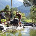 Steinlieferung mit LKW+Kran, plazierung beim Teich