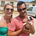 el pareja de Javea ha adoptado uno de los 7 cachorros, entran en Julio