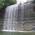 Wandern in Kanada: Ein kleiner Wasserfall auf Manitoulin Island in Ontario.