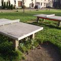 Tischtennisplatten auf dem Vorplatz