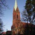 Mittelalterliche Kirche im imposanten neugotischem Turm