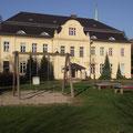 Spielplatz vor dem Schloss Wahlsdorf