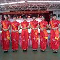 """Unsere schön gekleideten """"Lotsen"""" in der privaten Shuilin School von Tangxia."""