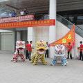 Drachentanzdarbietung (SIEHE VIDEO weiter unten !) vor der Kunsthalle in Tangxias Stadtteil Shuilong.