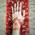 """Meine erste Henna Bemalung von """"Hennaful_HH"""" ~ https://www.instagram.com/hennaful_hh/ ~ 2 Tage später. Sogar mein Ring passt super dazu. ;-)"""