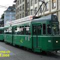 """In Basel noch täglich anzutreffen. Die """"Grossraumwagen"""" Be 4/4 aus den 60er-Jahren. Hier die Nr. 462 mit Beiwagen 1497 an der Haltestelle Schiffländte."""