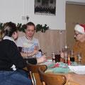 Romy,Patrik und Betty spielt Karten mit Geld