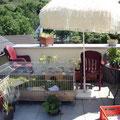 Unsere Terrasse mit dem Gehege