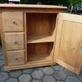 Schafreitli: - Tannenholz massiv, Schubladen aus Birken-Speerholz, 1 Tablar auf Zahnleisten verstellbar