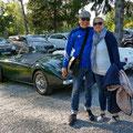Sabine und Andreas vor ihrem MG-A 1600