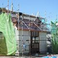 屋根屋さんが銅板を手際よく張って行きます(すごーーい。)
