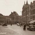 Van Coothplein met links achter Stadsschouwburg Corcordia (1950s)