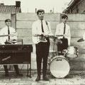THE STREAMS (Rijen) ca. 1965. vlnr: Peter Adriaansen (bas), Joost Martens (orgel),  Jan van der Wouw (gitaar), Toon Gorissen (drums) en Theo Martens (sologitaar)