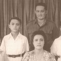 Jack, Karel (Rudolph), moeder Lien, vader Eddy en Dick (George) de Nijs (niet op de foto dochter  Sylvia) in Ned. Indië 1951.