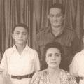 Jack, Karel (Rudolph), moeder Lien, vader Eddy en Dick (George) de Nijs (niet op de foto dochter  Sylvia) in Ned. Indië 1950.
