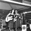 The Young Sisters (Brabanthallen 1959) met begeleiding van The Hap Cats uit Den Bosch (fotocollectie: Jack van Beek)