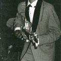 Toon van Dodewaard met Höfner basgitaar (1965)
