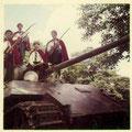 The Wild Devils op een tank (fotocollectie: Freek van Haperen)