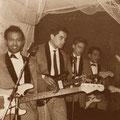 THE LOSERS - Pigalle Soos (Hotel Goderie) Roosendaal (voorjaar 1966) vlnr: Will Masius, Jack de Nijs, Albert Valentijn en Ruud Wenzel. Let op de 2 bassisten (voorgrond en achteraan) voor de stuwende Indo-Rock beat!